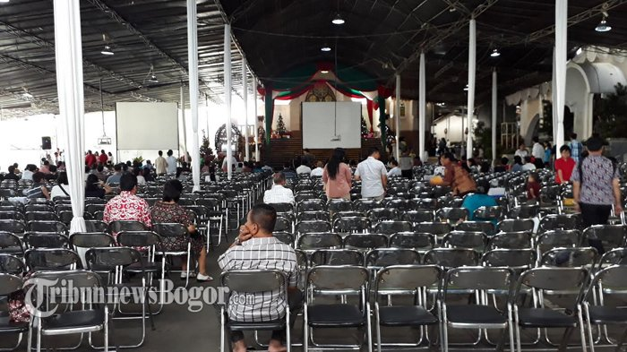 Jemaah Misa Natal Mulai Penuhi Gereja Katedral Bogor
