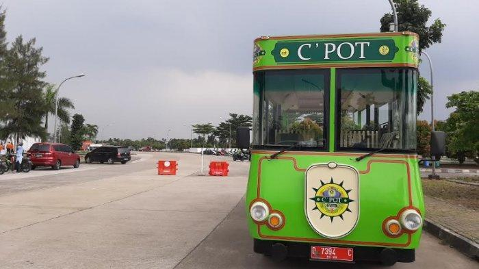 Banyak yang Salah Masuk Gerbang, Mobil C'Pot Antar Warga ke Lokasi Vaksin di Stadion Pakansari