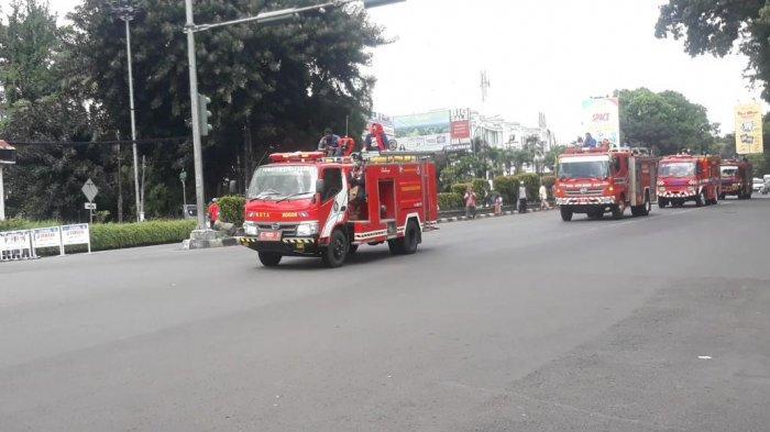 Hari Jadi Bogor 538, Damkar Semprotkan Disinfektan di Jalan Protokol