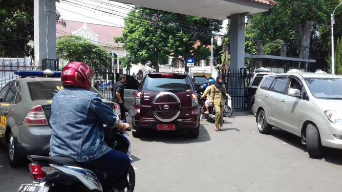 Kepala Dinas Ini Juga Naik Mobil Dinas Toyota Rush