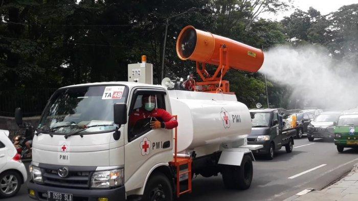 PMI Kota Bogor Gunakan Mobil Guner Semprot Desinfektan di Jalanan