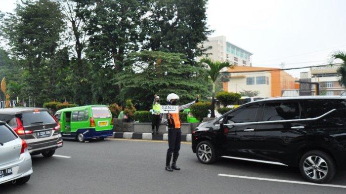 Banyak Mobil Mewah Ingin Tembus Ganjil Genap Kota Bogor, Ini Tindakan Petugas