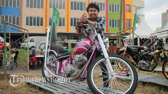 Warnanya 'Ngejreng', Motor Custom Anak Muda Ini Curi Perhatian Pengunjung Retro Bike Fest