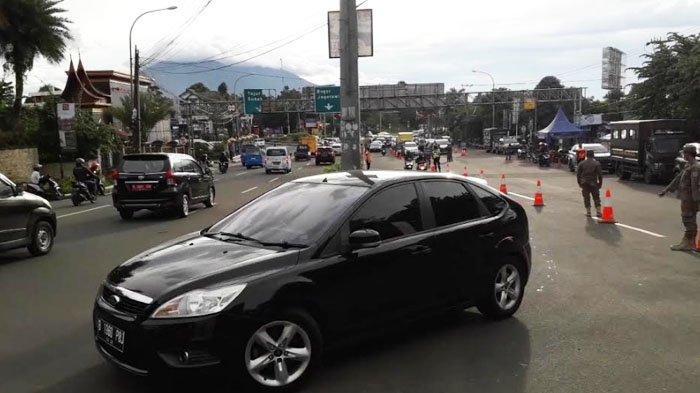 Momen libur Paskah, ratusan kendaraan yang mengarah ke Puncak Bogor diputar arah di Simpang Gadog.