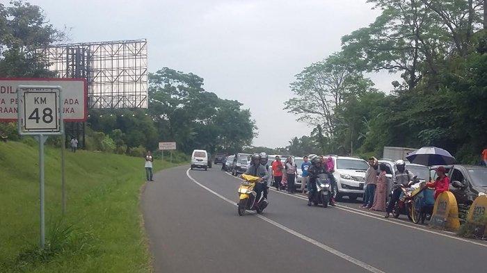 Jalur Puncak Dibuka Satu Arah, Sepeda Motor Nyaris Masuk Gerbang Tol Ciawi