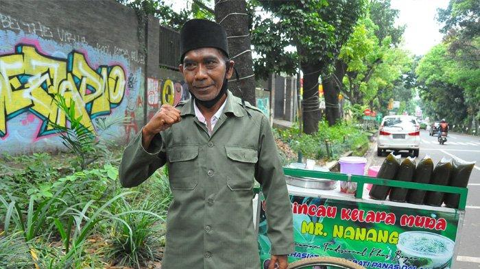 Lama Tak Terlihat, Penjual Cincau Berbahasa Inggris di Bogor Kembali Berdagang Pakai Baju Pahlawan