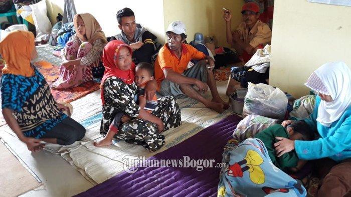 9 Ribu Pengungsi di Sukajaya Bogor Masih Kesulitan Air Bersih dan Pakaian
