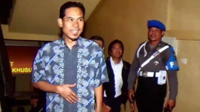 Tak Terima Dipotong, Munarman Bentak Jaksa Saat Sidang Rizieq Shihab : Jangan Dibuat Tidak Tertib