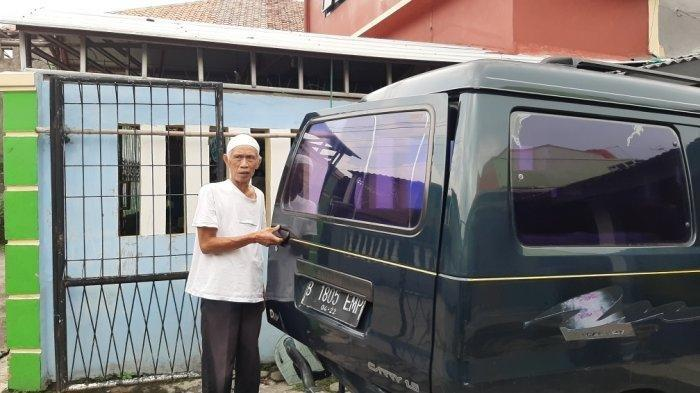 Musa, sopir omprengan yang viral saat ditemui di kediamannya di Jalan Tipar, Cimanggis, Depok, Senin (25/1/2021). (TribunJakarta/Nur Indah Farrah Audina)