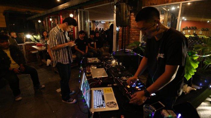 Anniversary Pesta Rakjat di Homer Bar and Kitchen, Pengunjung Dihibur Musik Elektrik yang Nyentrik