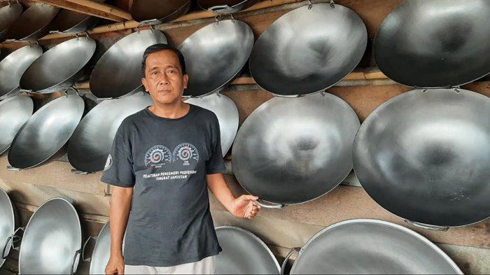 Cerita Muslih Penjual Kuali Jumbo di Kayumanis Bogor, Penggorengan Dibuat Oleh Warga Lokal