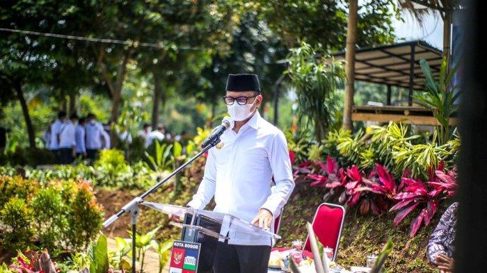 Pemerintah Kota (Pemkot) menggelar Musyawarah Perencanaan Pembangunan (Musrenbang) tingkat kota dengan suasana yang sangat berbeda. Yakni di halaman luar kantor Kelurahan Bojongkerta, Kecamatan Bogor Selatan, Rabu (31/3/2021).