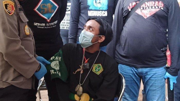 Pengakuan Pria Berpakaian Pencak Silat Pakai Kalung Jimat Saat Hendak Aksi 1812: Takut Ada Maling