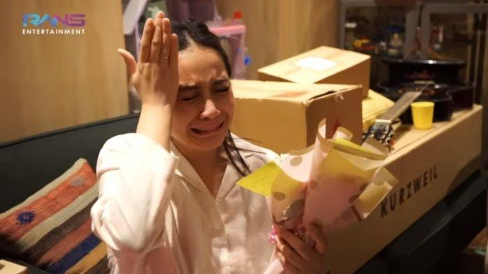 Dapat Kejutan Atas Kehamilan Anak Kedua, Nagita Slavina Haru : Doain Rafathar Punya Ade Beneran