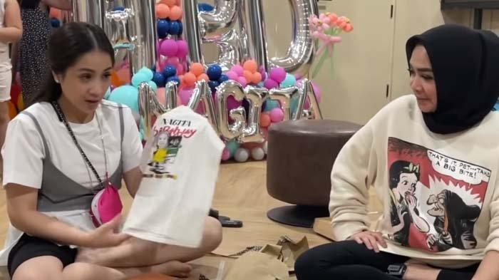 Nagita Slavina dikasih kado baju bekas oleh Mama Rieta