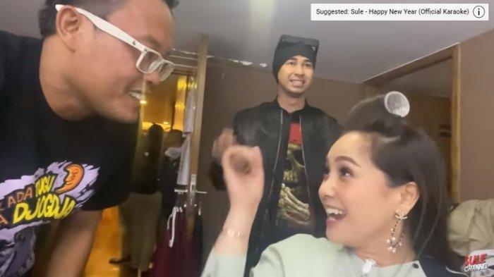 Nagita Slavina Sibuk Main Handphone, Raffi Ahmad Patahkan Prasangka Sule : Gak Mungkin Dia Mah