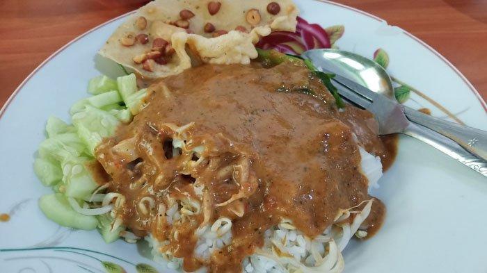 Nasi Pecel Surabaya di Warung Pak Dhe-Kan, Lengkap dengan Rempeyek dan Telur Asin