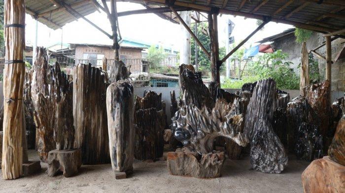 Naufal Art, toko furniture yang memproduksi berbagai perabot interior rumah dengan tujuan pemanfaatan limbah kayu menjadi perabot rumah tangga yang memiliki nilai fungsional dan nilai seni.