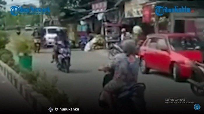 Viral Nenek Nekat Lawan Arus Naik Motor Tanpa Helm, Tak Ada Pelat Motor, Kini Diburu Polisi