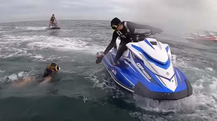 Nikita Mirzani hampir tenggelam di tengah laut, teriak minta tolong ke tim