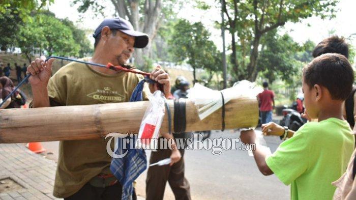 Nira Aren Minuman Segar Tradisional Jawa Barat yang Mulai Terlupakan