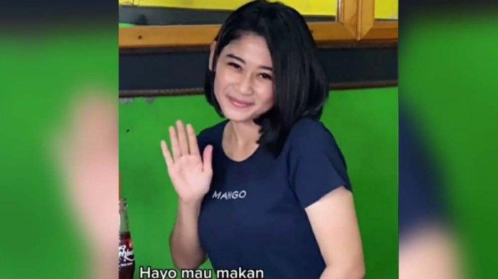 Nur Fitriyani, perempuan cantik ramai di media sosial Tiktok setelah dirinya mengunggah dan mengungkap profesi aslinya sebagai penjual bakso.