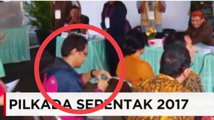 Sibuk Lakukan Ini di Belakang Presiden Joko Widodo, Pemuda Kena Tegur Paspampres di TPS
