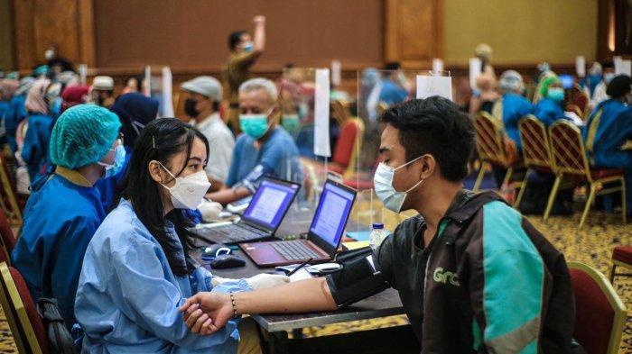 Semangat Ikut Vaksinasi, Ratusan Driver Ojol Berdoa Pandemi Segera Berakhir