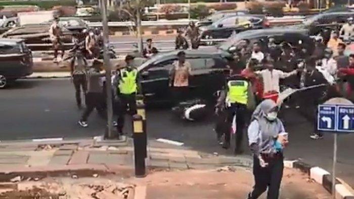 Viral Oknum Pelajar Pukul Polisi di Jalan Gatot Subroto, Ini Tanggapan Kabid Humas Polda Metro Jaya