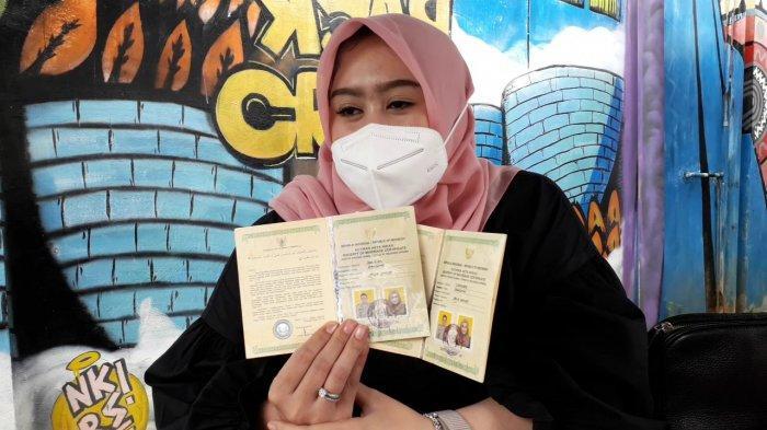 Oknum polisi di wilayah Bogor berinisial RS digerebek istri sahnya sendiri saat sedang berduaan dengan wanita lain.
