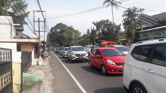 One Way ke Arah Jakarta Diterapkan, Jalan Raya Puncak Bogor Tetap Padat Merayap