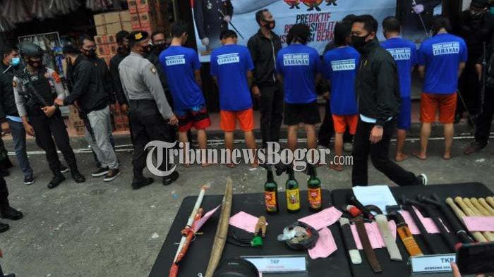 Sejumlah barang bukti senjata tajam dan bom molotov disita dari oknum anggota Ormas di Kota Bogor.