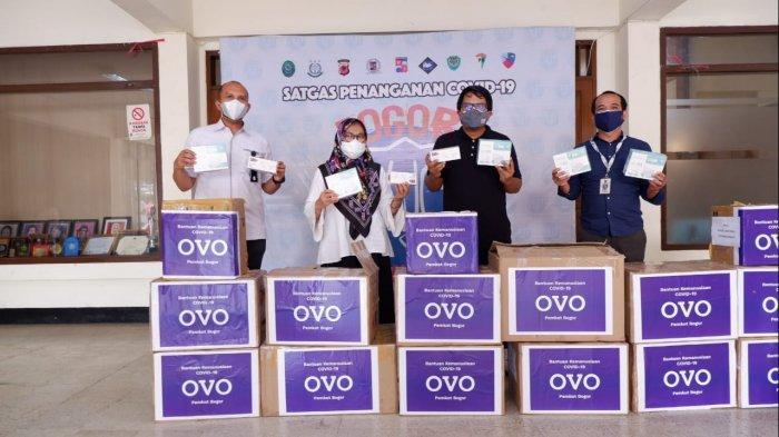 OVO Serahkan 1.000 Paket Plastik Limbah untuk Penanganan Covid-19 di Kota Bogor