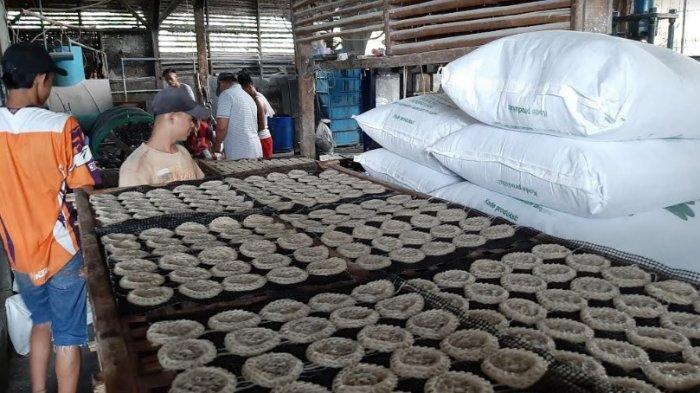 Mengintip Aktivitas Pabrik Kerupuk di Desa Bojonggede Bogor, Awalnya Ngontrak Kini Punya 36 Karyawan
