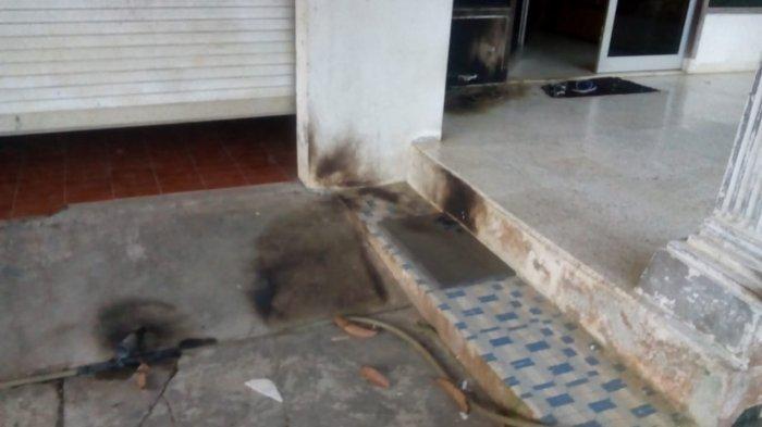 BREAKING NEWS - Basis PAC PDIP di Puncak Bogor Dilempari Bom Molotov oleh Orang Tak Dikenal