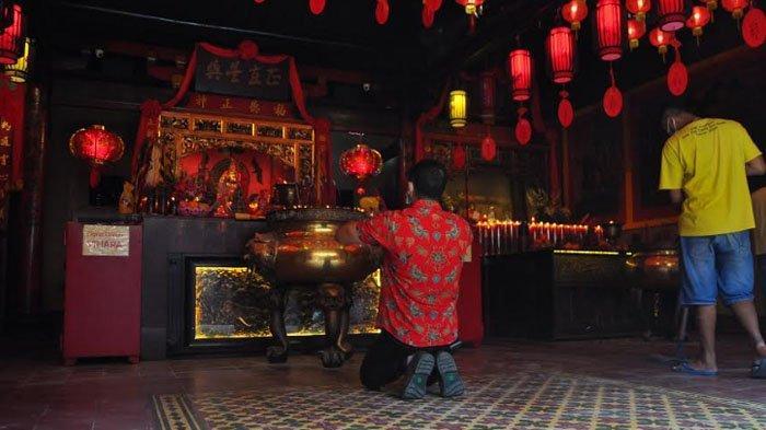 Taati Protokol Kesehatan, Masyarakat yang Datang ke Vihara Dhanagun Saat Imlek Berkurang