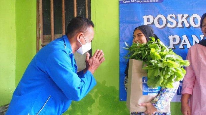 Sambangi Kampung Jerokuta Kaum, PAN Kota Bogor Bagikan Paket Sembako