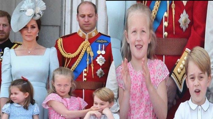 Terlihat Tutup Mulut Pangeran George Saat Perayaan Ultah Ratu Elizabeth, Ini Dia Savannah Phillips !