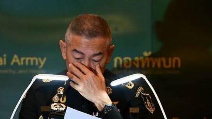 panglima-tentara-thailand-yang-menangis-minta-maaf-atas-aksi-penembakan-yang-dilakukan-anak-buah.jpg