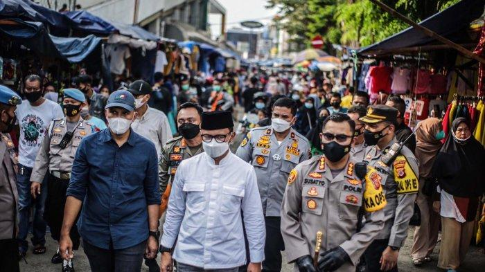 Wali Kota Bogor Bima Arya bersama Kapolresta Bogor Kota Kombes Susatyo Purnomo Condro meninjau sejumlah titik pusat perbelanjaan, Minggu (9/5/2021).