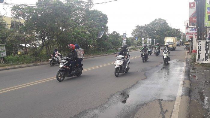 Cuaca Mendung, Lalu lintas di Jalan Raya Jakarta-Bogor kawasan Sukaraja Ramai Lancar Saat Ini