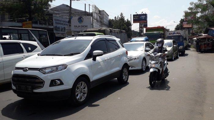 Info Lalu Lintas - Kendaraan di Simpang Kedung Halang Kota Bogor Padat Merayap