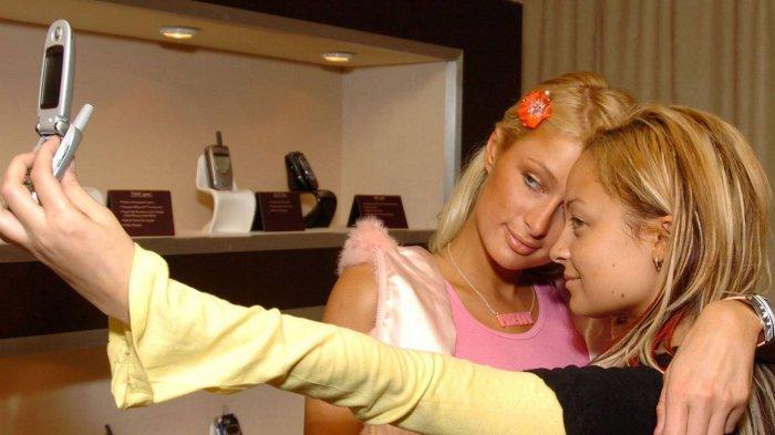 Paris Hilton dan Britney Spears Klaim Sebagai Penemu Foto Selfie, Pamer Bukti Foto 14 Tahun Lalu