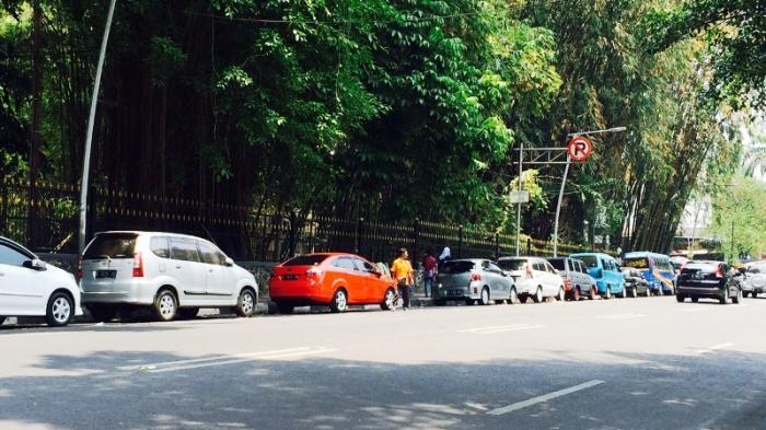 Jalan Ir H Djuanda Kota Bogor Jadi Lahan Parkir Liar