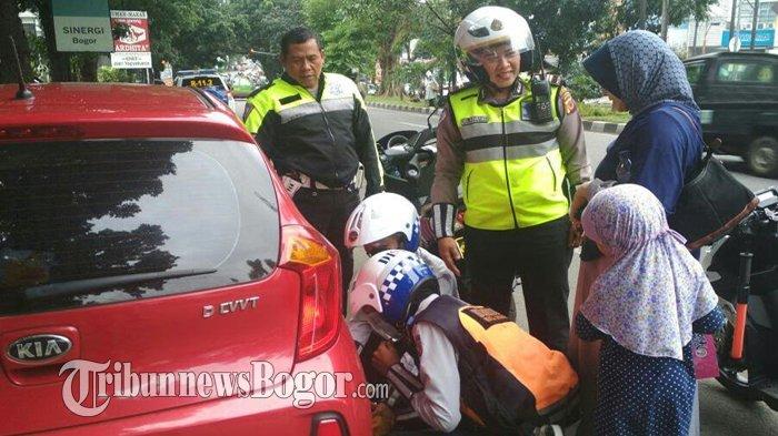 Pengunjung Restoran yang Parkir di Pinggir Jalan Pajajaran Siap-Siap Digembok Mobilnya