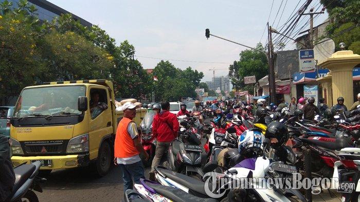 Ada Kegiatan TKJ di Mapolresta Bogor Kota Kedunghalang, Lalin Jalan KS Tubun Macet