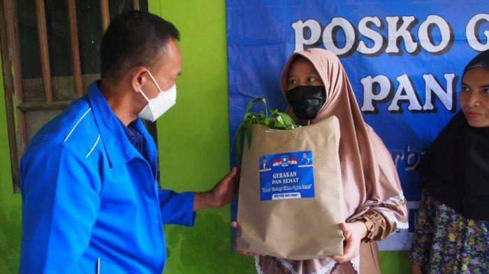 Partai Amanat Nasional (PAN) Kota Bogor membagikan sembako di Kampung Jerokuta Kaum, Jalan Pahlawan, Gang PUI, Bondongan Bogor Selatan, Jumat (24/9/2021) siang.