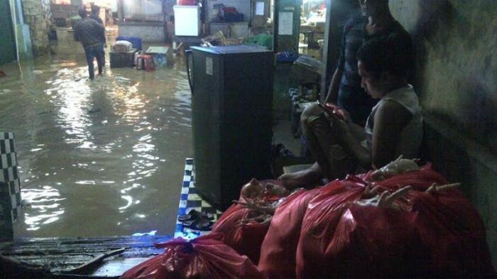 Banjir Rendam Pasar Induk Jambu Dua