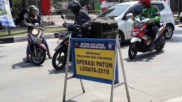 Hindari Operasi Patuh Jaya 2019, Emak-emak di Bogor Nekat Putar Balik di Tengah Jalan Sholis