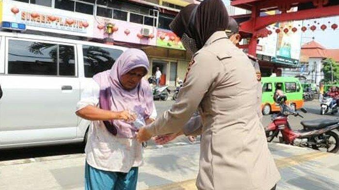 Antisipasi Covid-19, Polresta Bogor Kota Bagikan Masker ke Warga